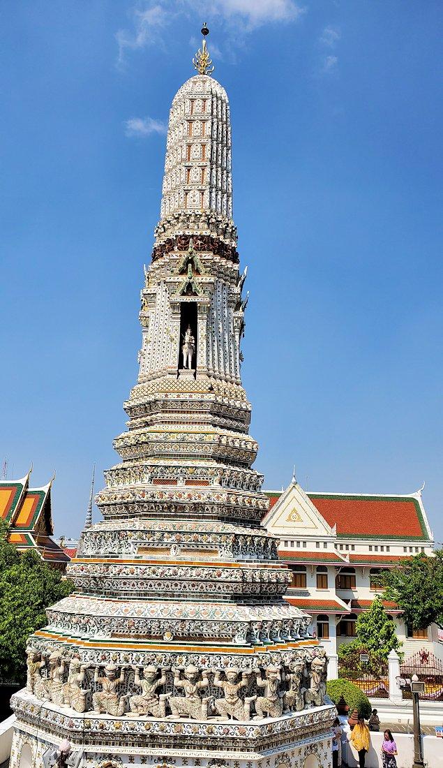 バンコク市内にあるワット・アルン寺院の造りを眺める-4
