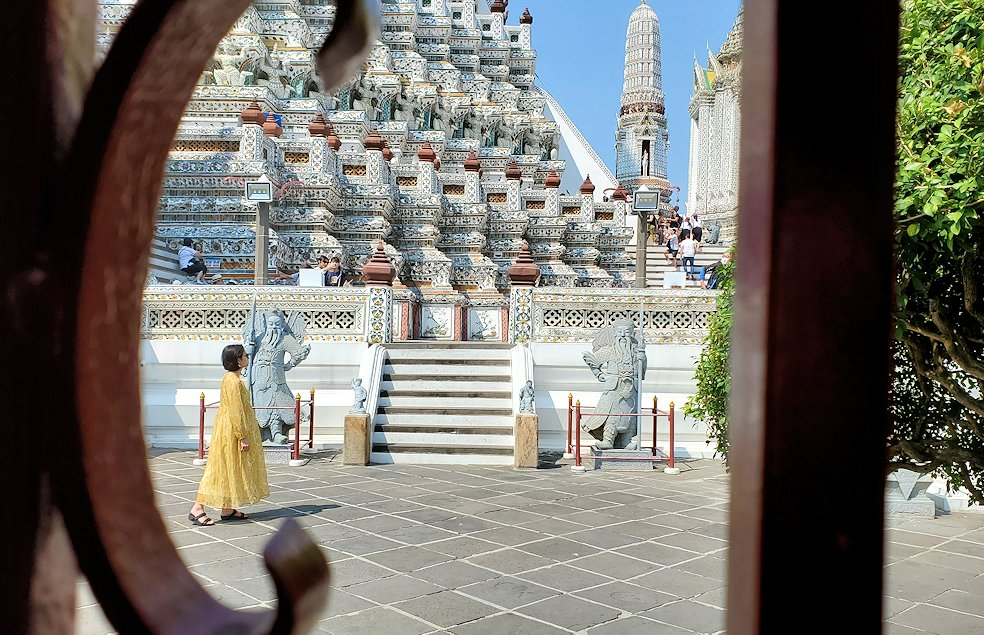 バンコク市内にあるワット・アルン寺院を眺めた景色