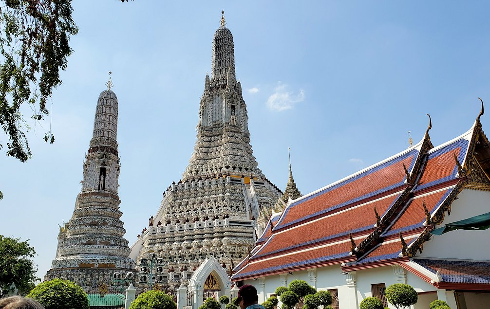 バンコク市内にあるワット・アルン寺院の雰囲気を楽しむ