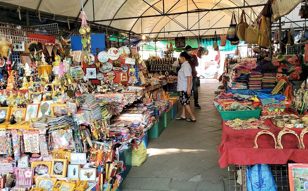 バンコク市内にあるワット・アルン寺院で売られていたお土産