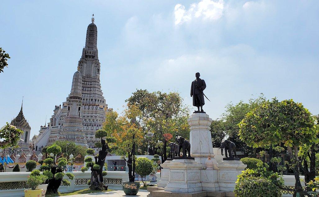 バンコク市内にあるワット・アルン寺院をじっくりと眺める-3