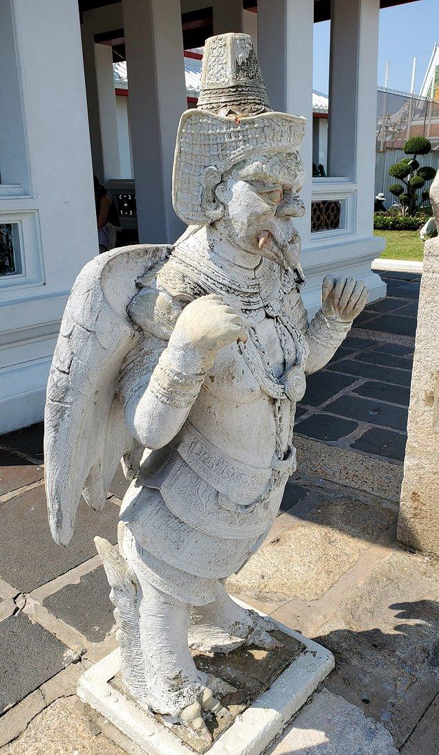 バンコク市内にあるワット・アルン寺院にあったガルーダの像