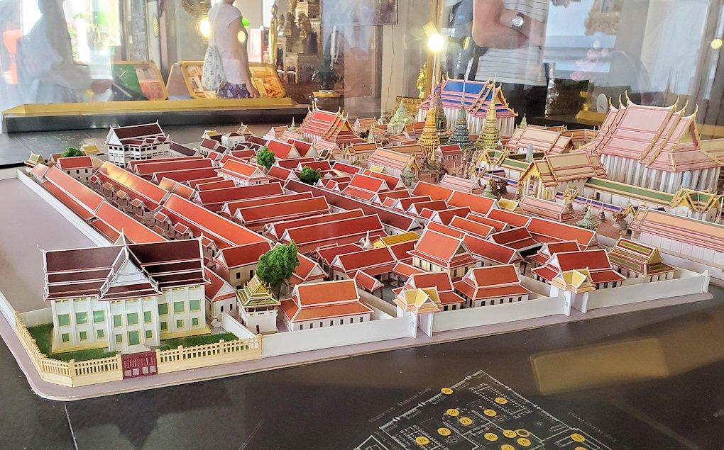 バンコク市内のワットポーの入口付近にあるミニチュア模型