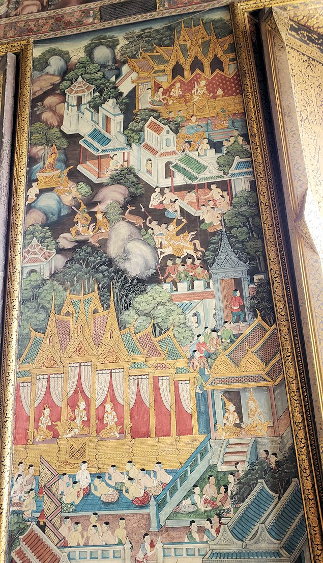 バンコク市内のワットポーで黄金の寝釈迦像のある建物に描かれている絵画