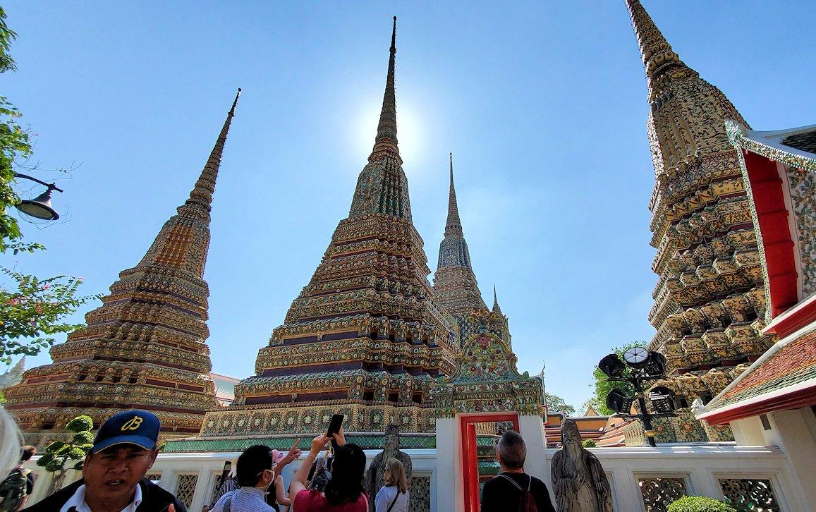 ワット・ポー内で見られる、昔の国王の仏塔-3