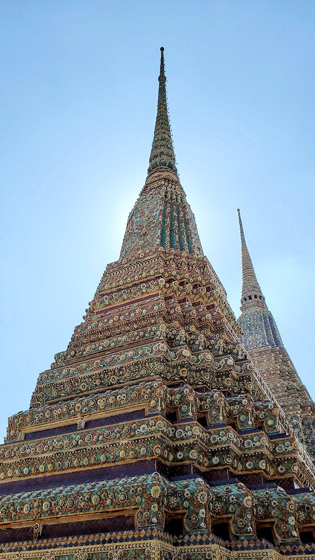 ワット・ポー内で見られる、昔の国王の仏塔-4