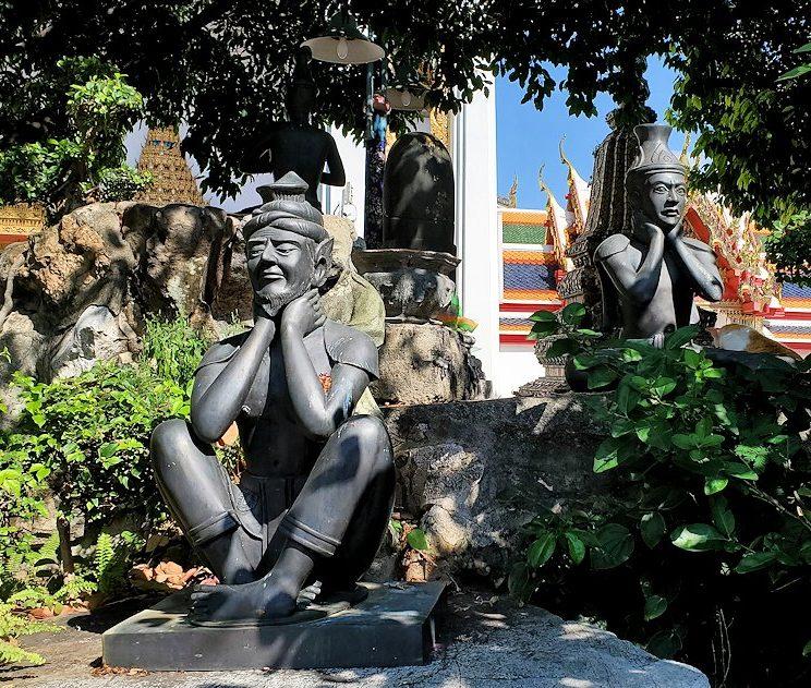 ワット・ポー内で見られる、タイマッサージに関連する像