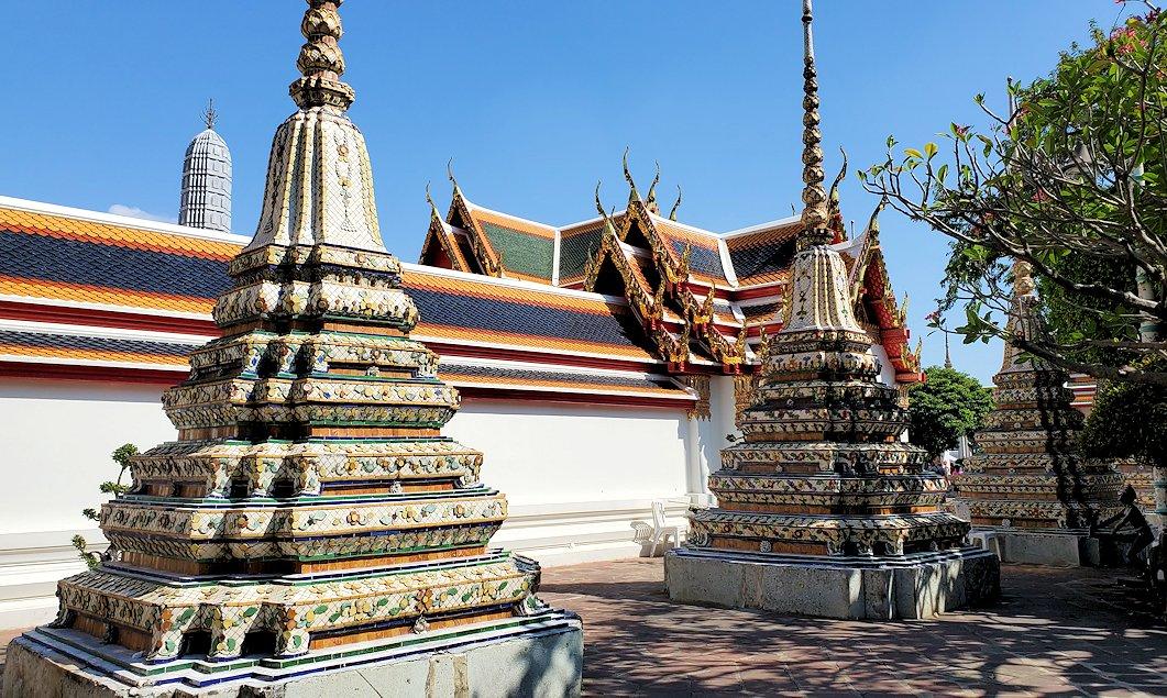 ワット・ポー内で見られる、小さな仏塔