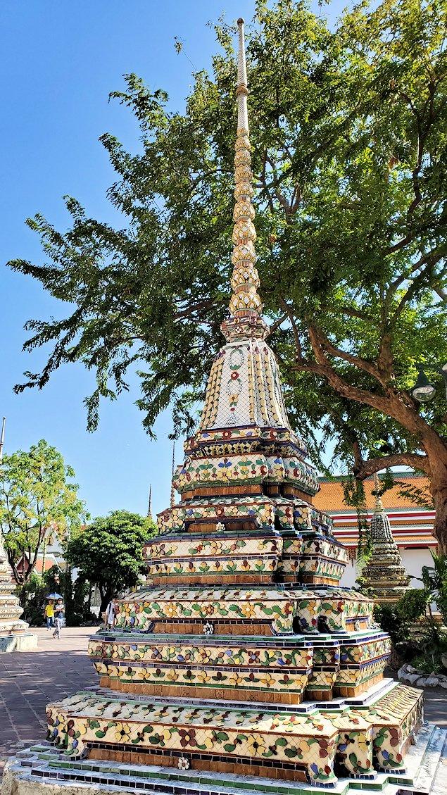 ワット・ポー内で見られる、仏塔の一部