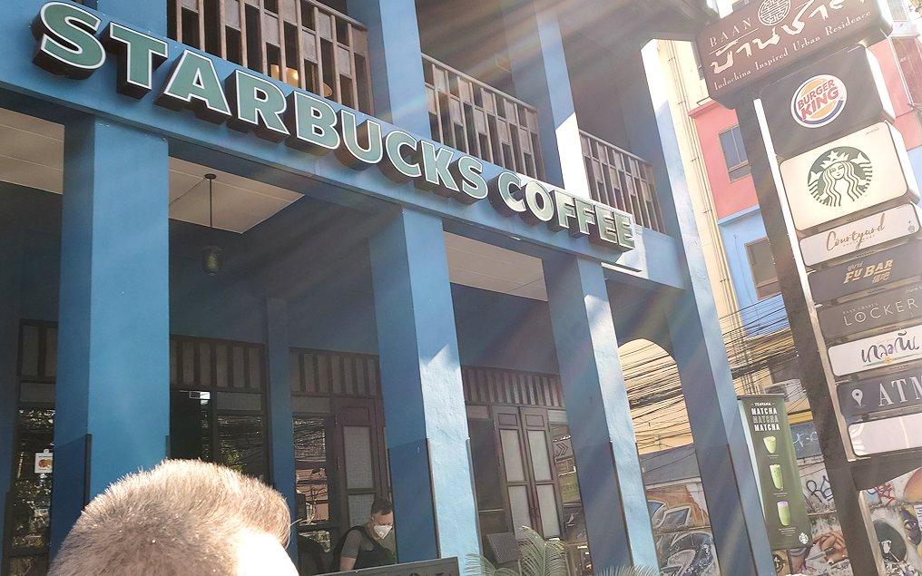 バンコク市内でもカオスな存在のカオサン通りにあったスターバックス