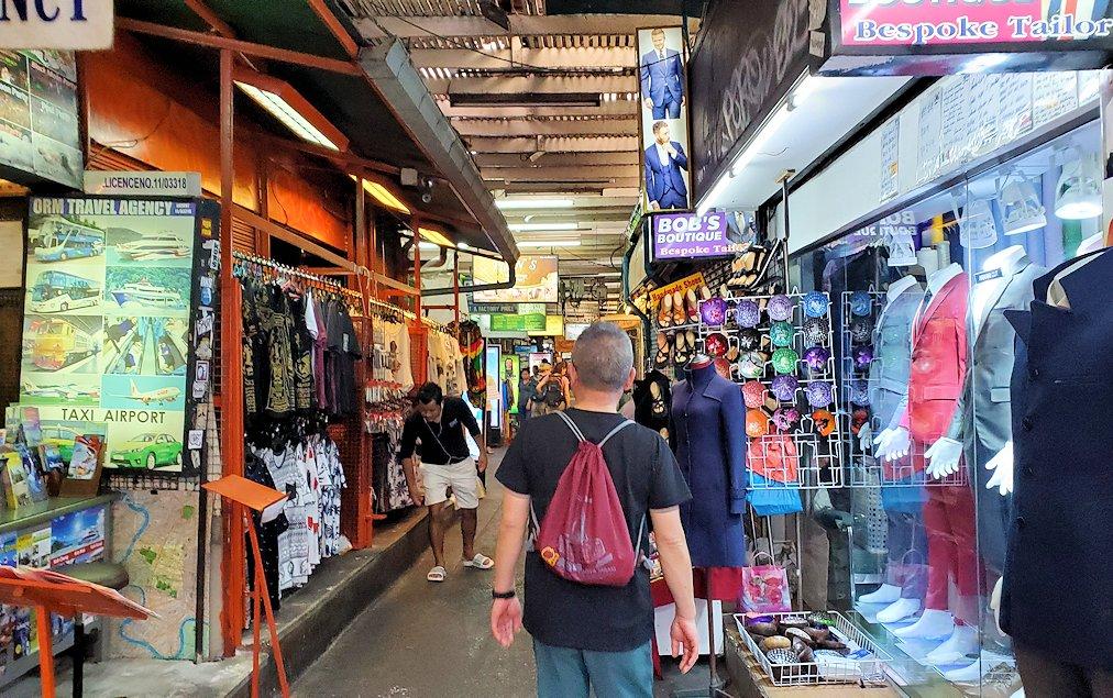 バンコク市内でもカオスな存在のカオサン通りを再び歩く-2