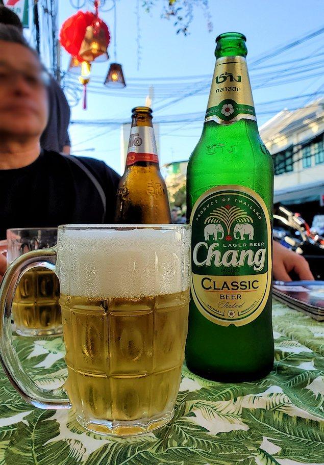 カオサン通りで入ったレストランでChang beerを注文する-2