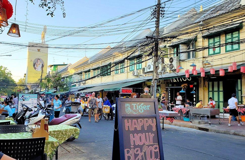 バンコク市内のカオサン通り周辺の雰囲気を味わう