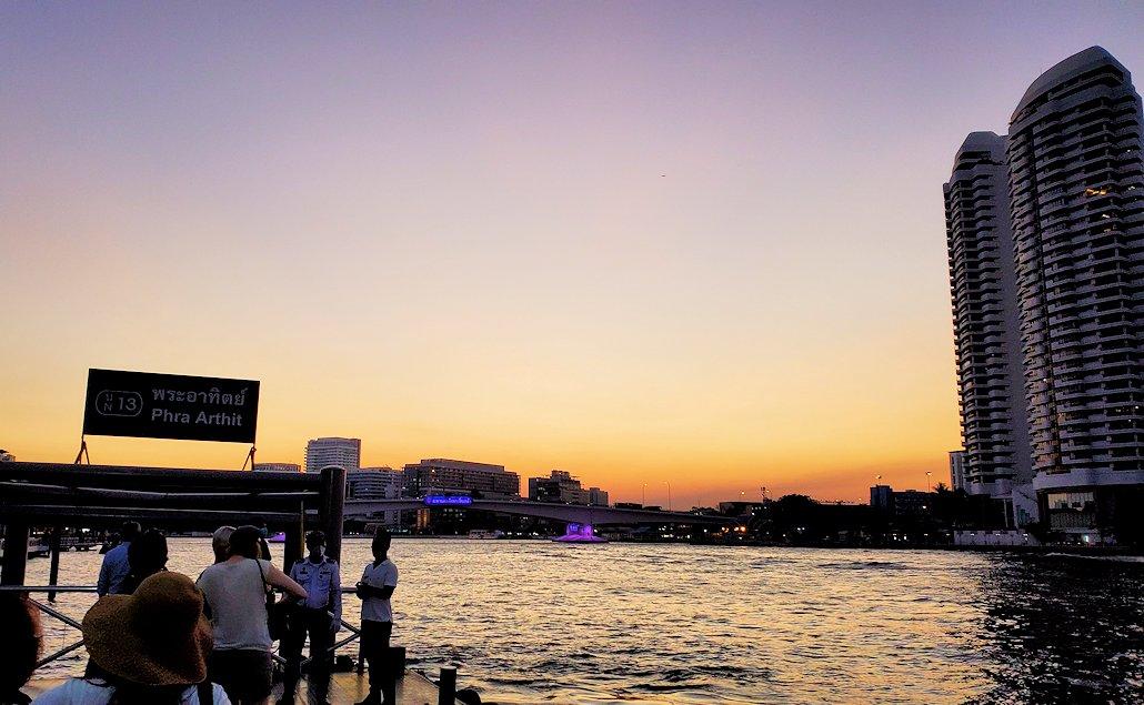 チャオプラヤー川から眺めるマジックアワー
