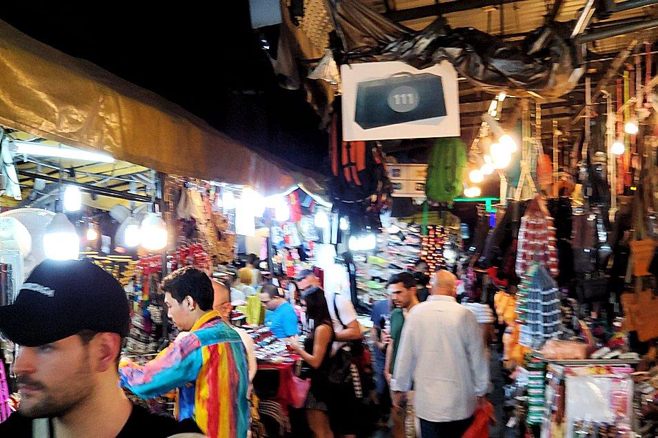 バンコク市内のパッポン通りの景色