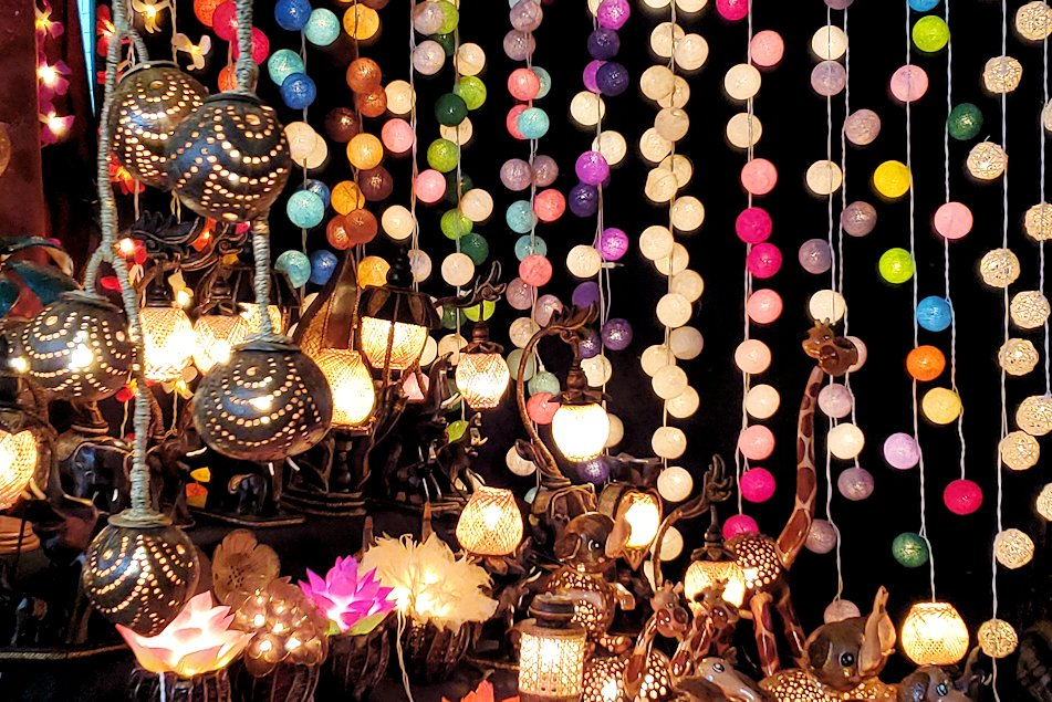 バンコク市内のパッポン通りの景色-2