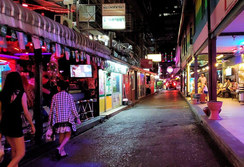 バンコク市内のパッポン通りの怪しい裏通り