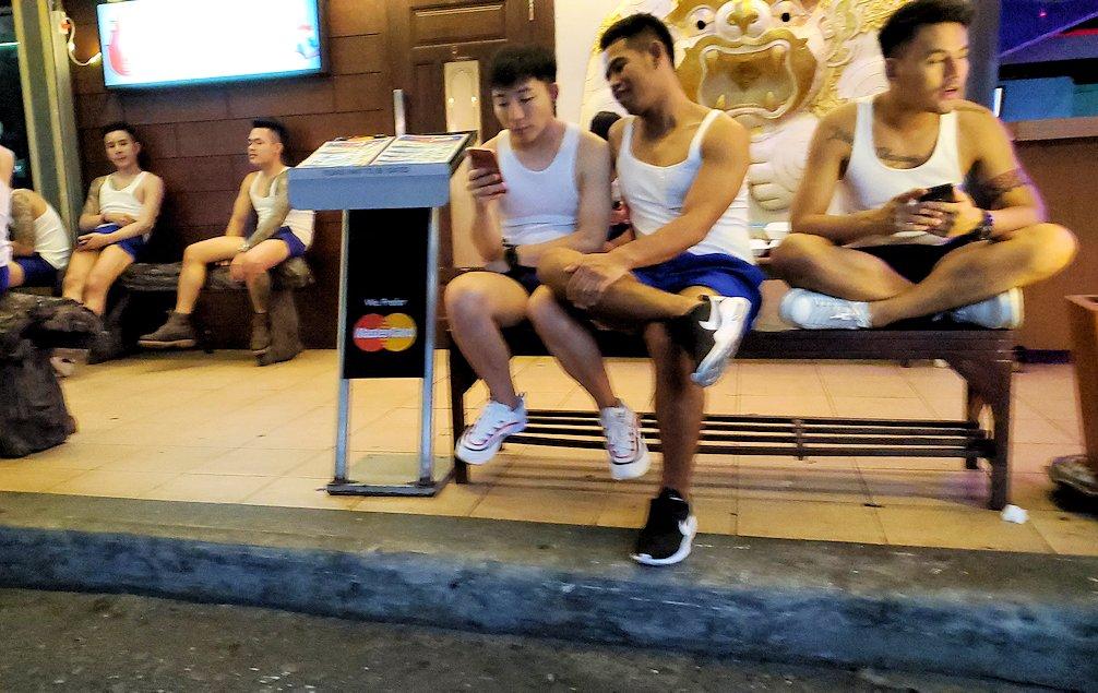 バンコク市内のパッポン通りの怪しい裏通り-2