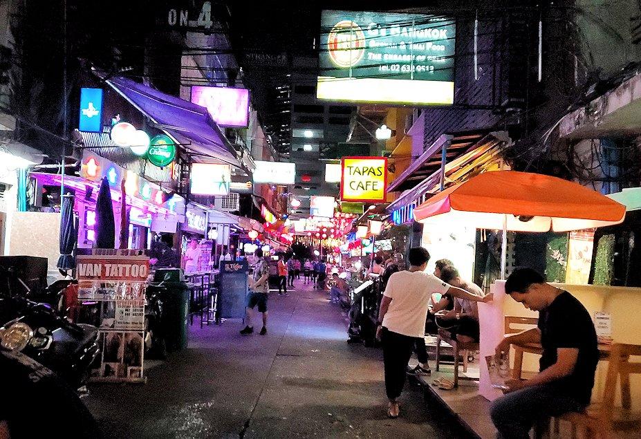 バンコク市内のパッポン通りの怪しい裏通り-3