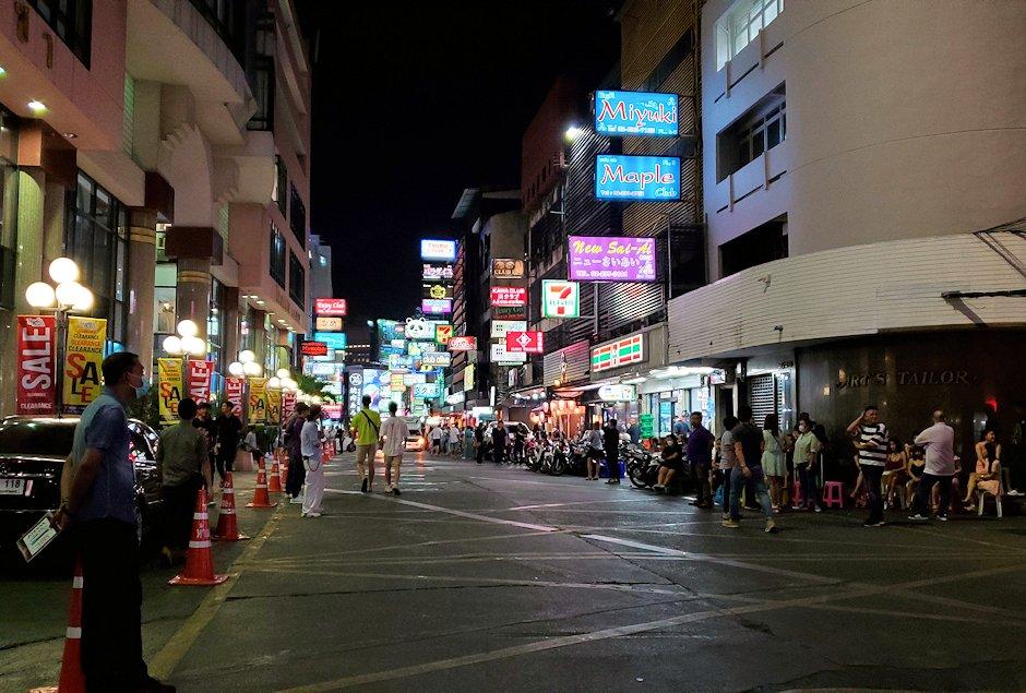 バンコク市内のタニヤ通を夜に歩く-2