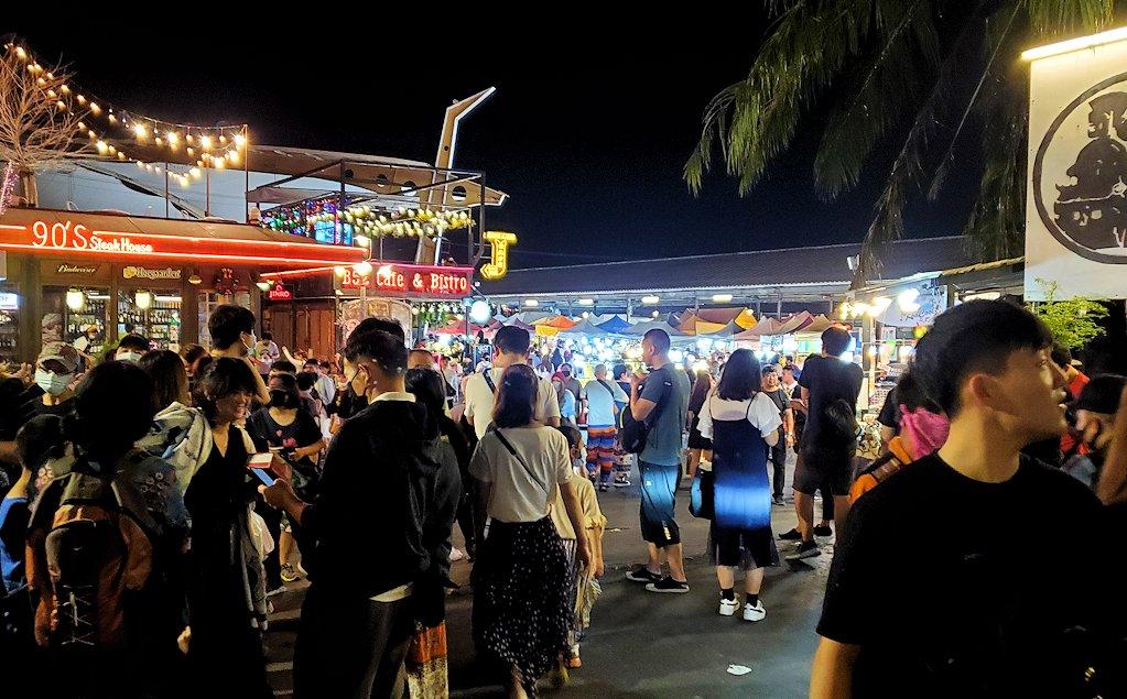 バンコク市内のラチャダー鉄道市場の入口-2