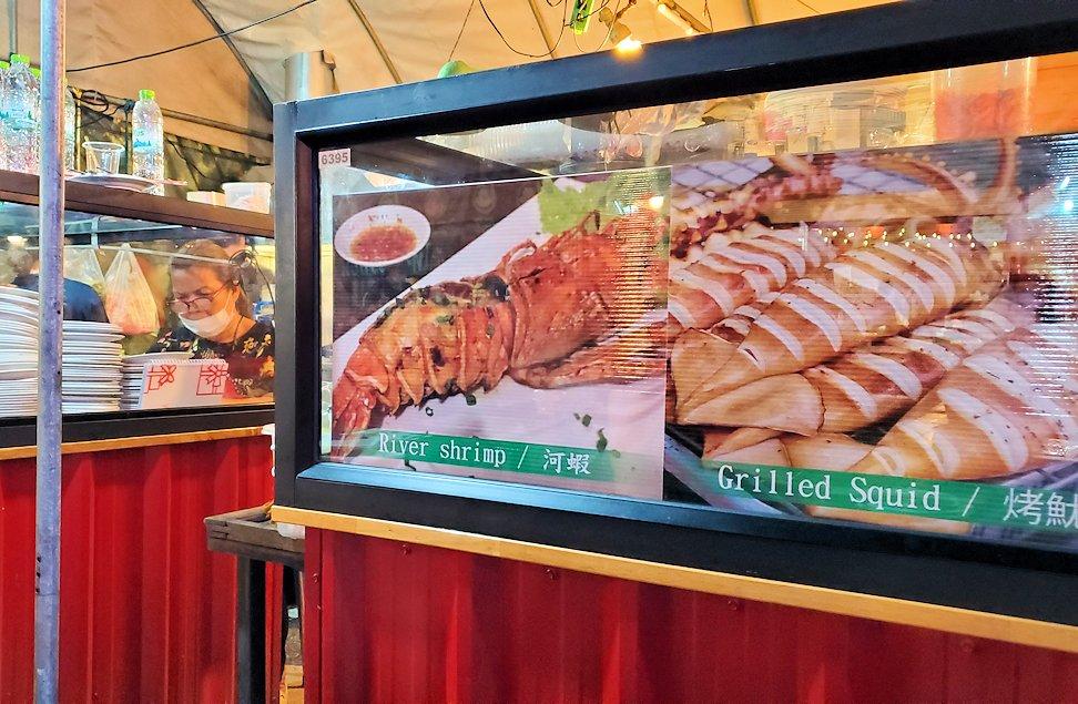 バンコク市内のラチャダー鉄道市場のレストランゾーン-2