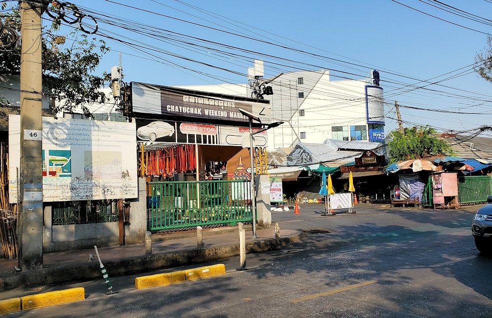 モーチット駅近くのチャトゥチャック・ウィークエンドマーケット