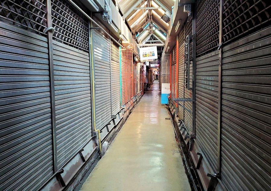 チャトゥチャック・ウィークエンドマーケット内を散策するけどお店は閉まっていた