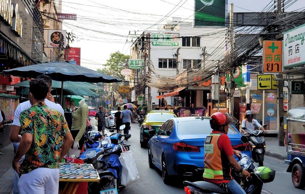 バンコク市内のナーナープラザ周辺