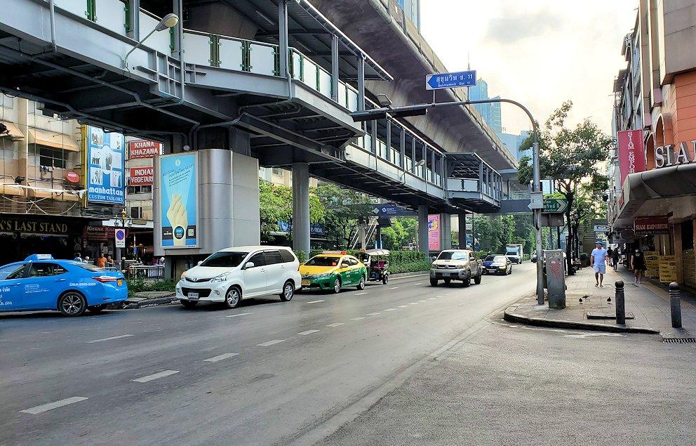 バンコク市内の道路の様子