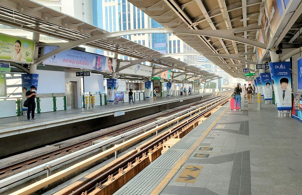 バンコク市内を走るBTSの駅