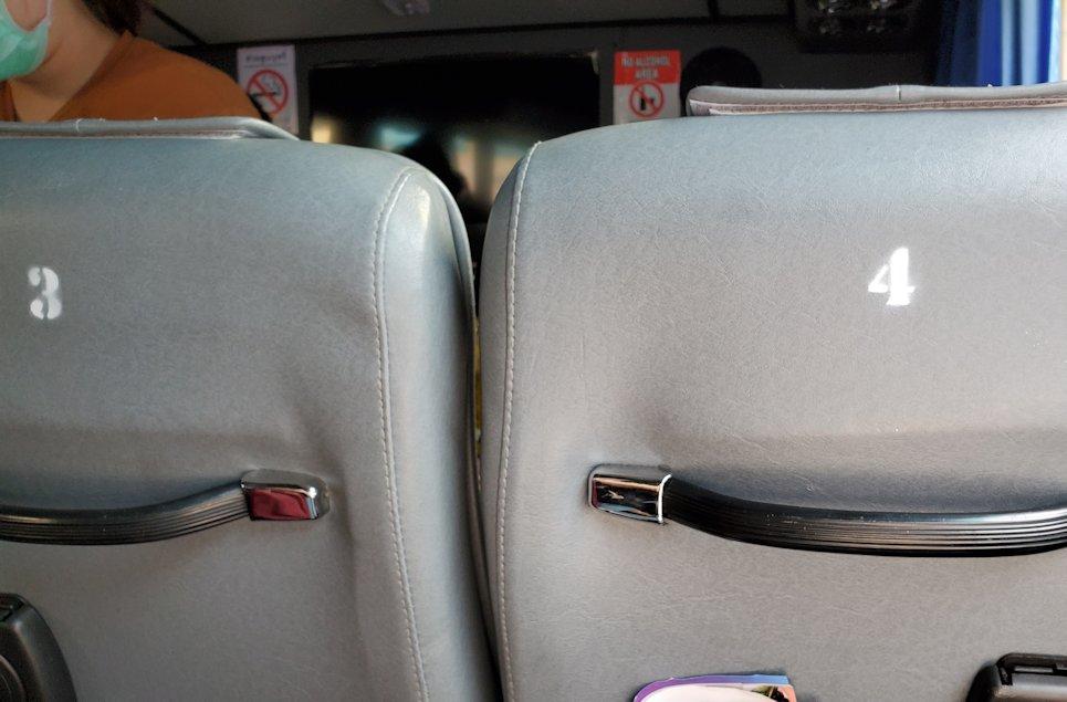 「エカマイ・バンコク東バスターミナル」から出るパタヤ行きのバスの座席