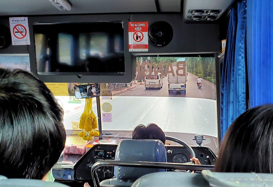 「エカマイ・バンコク東バスターミナル」から出るパタヤ行きのバスからの眺め