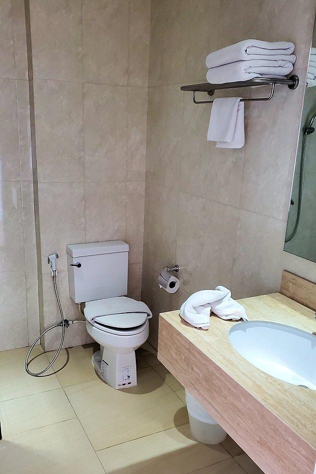 パタヤの街にある「シーナリー・ホテル」で宿泊した部屋のトイレ