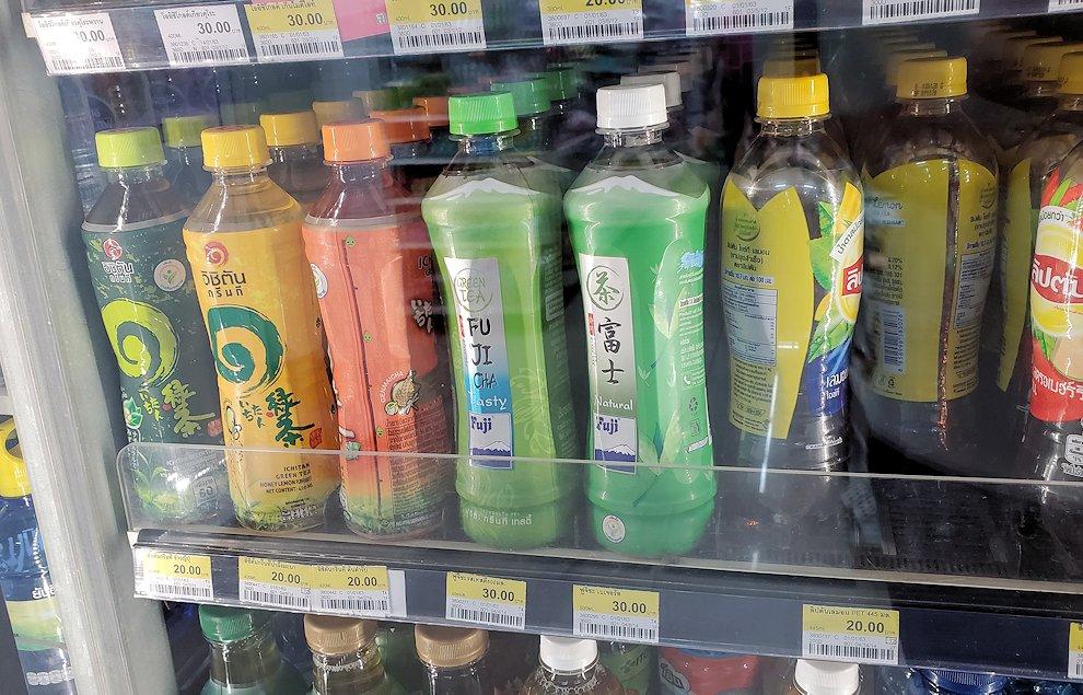 パタヤの街にあるコンビニで売られていた緑茶