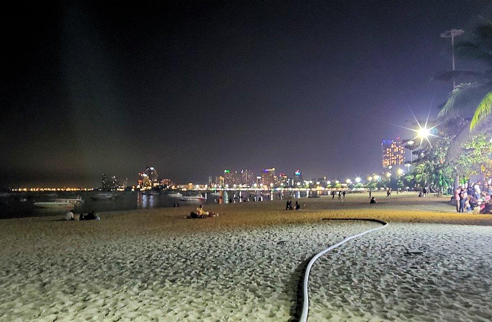 夜のパタヤの街を散策して見かけた景色-2