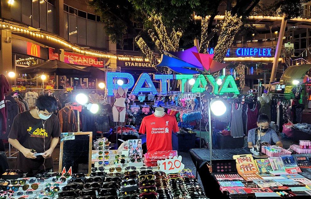 夜のパタヤの街で見た光景-2