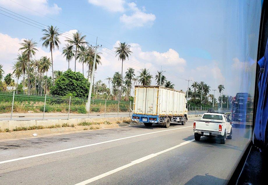 バンコク行きのバスから見えた景色-2