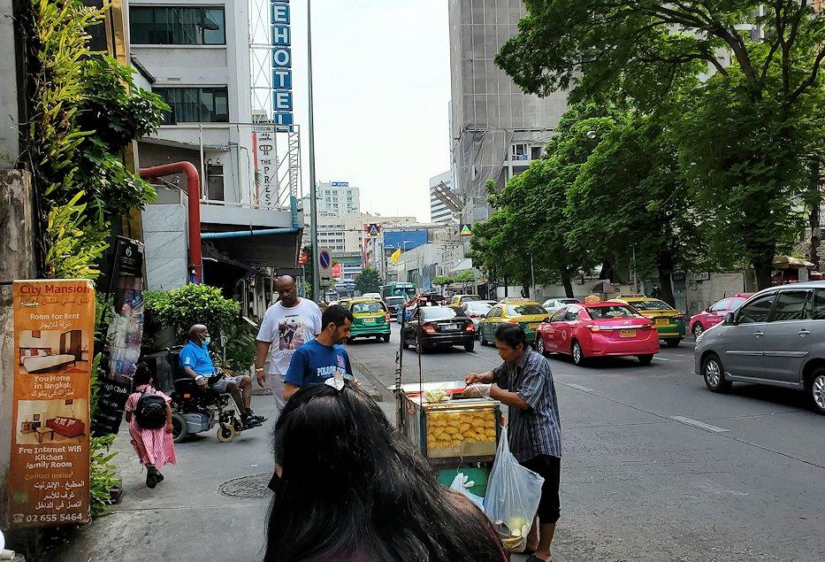 バンコク市内の道をブラつく-2