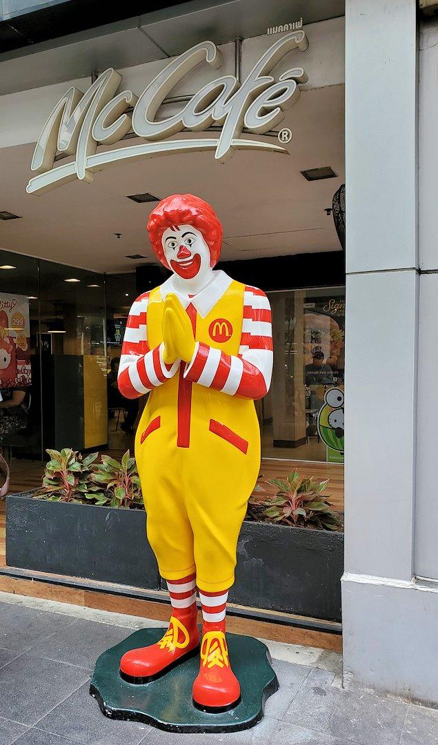 バンコク市内にあったマクドナルドのドナルド君
