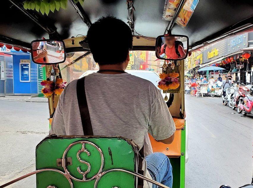 バンコク市内で乗り込んだトゥクトゥクから見える景色