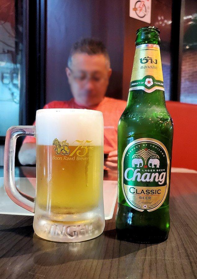 タニヤ通り周辺にあるアジアン・レストラン【aroikao】でチャンギビールを注文