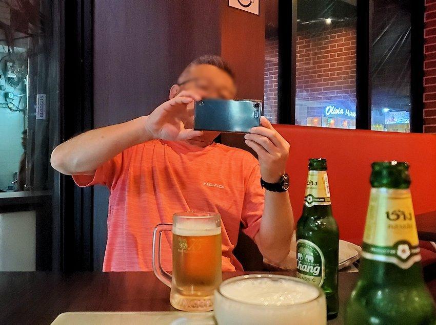 タニヤ通り周辺にあるアジアン・レストラン【aroikao】でチャンギビールを注文-2