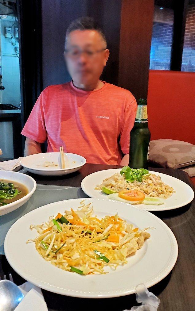 タニヤ通り周辺にあるアジアン・レストラン【aroikao】で美味しい料理を食べる