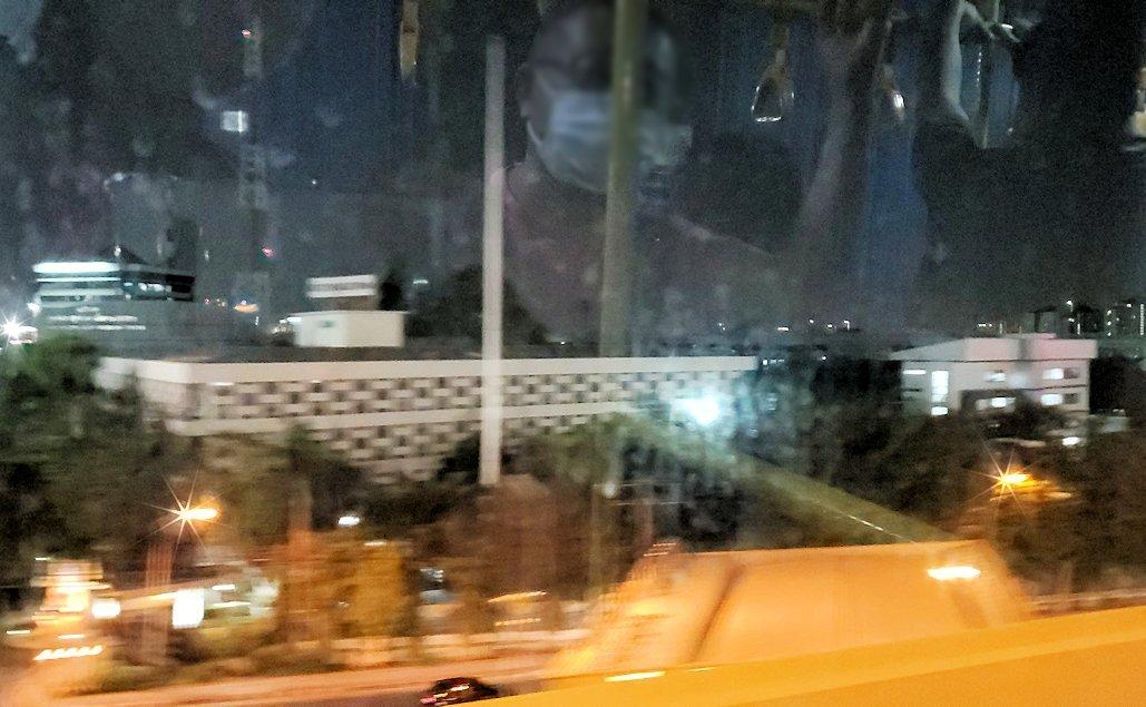 ドンムアン空港行きのバス車内から見えた景色