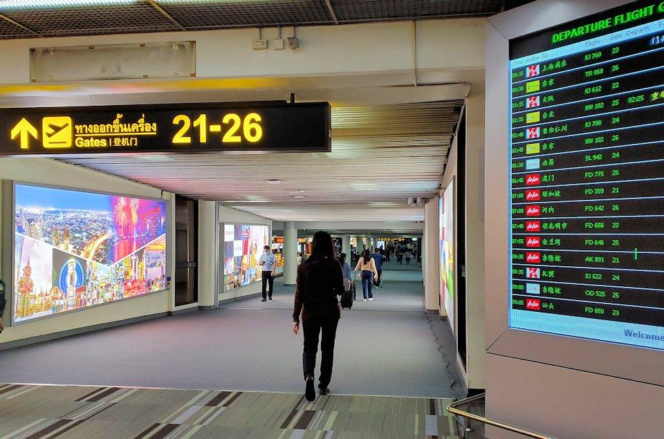 ドンムアン空港のターミナル内の景色