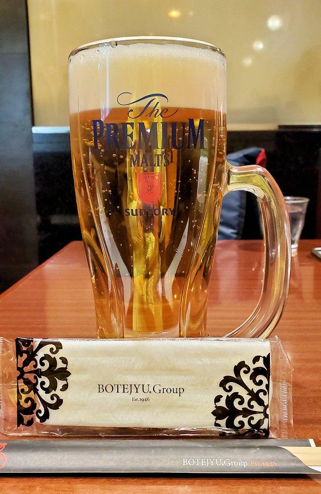 関西国際空港内にある「ぼてじゅう」で注文したビール