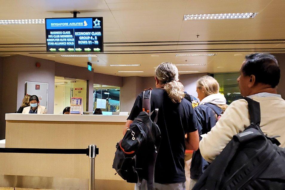 コロンボへ向かう飛行機の搭乗ゲート
