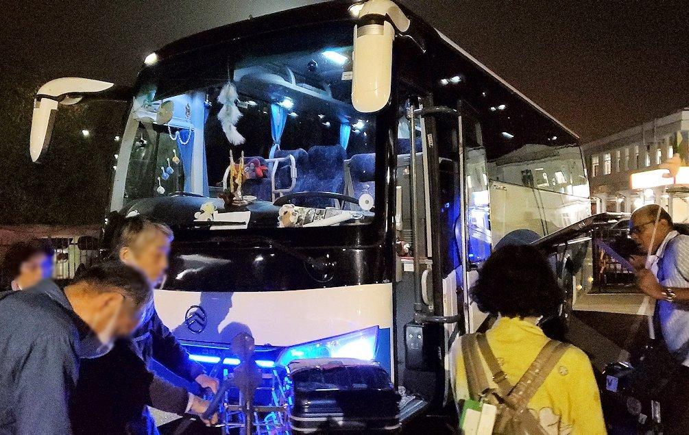 スリランカのコロンボ空港に到着し、バスに移動する-2