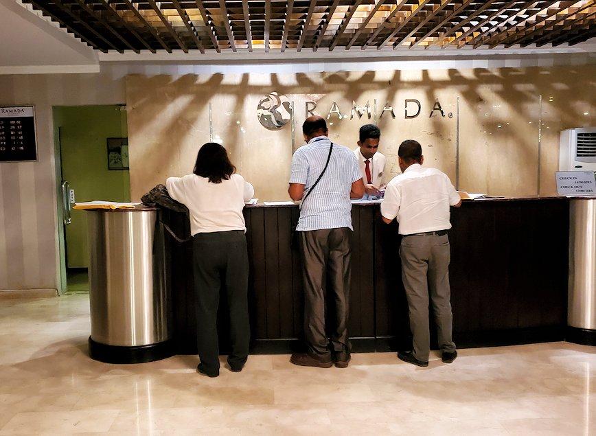 スリランカのネゴンボにある、「ラマダ・カトゥナヤカ・ホテル」のフロント